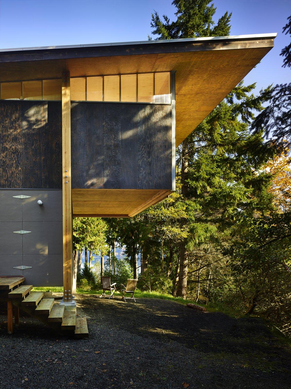 Reclaimed Materials Make Up This Artist Studio in Washington