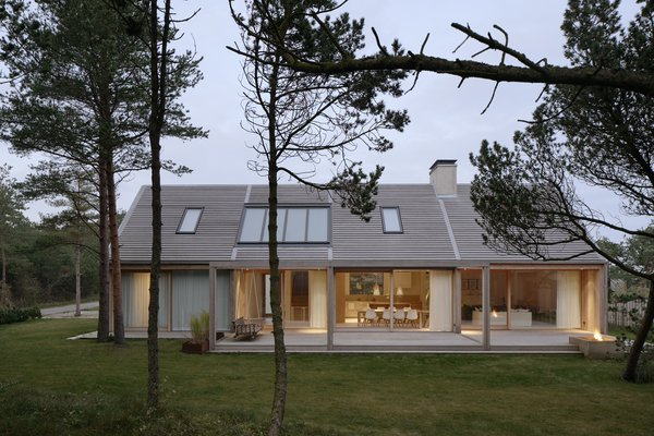 This Swedish Retreat Fuses Scandinavian Vibes With Traditional Barn-Like Style