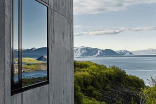 Although the house is perched on a high ridge, it sits modestly within the spectacular scenery.