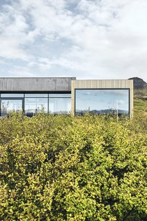 A Timber-and-Concrete Summer House in Iceland Boasts Breathtaking Views - Photo 12 of 12 -