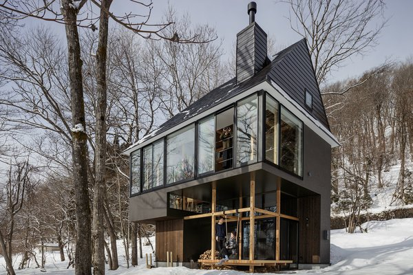 The first-floor cantilevers out and is perched like a platform, serving as a great viewpoint for observing the surrounding forest scenery.