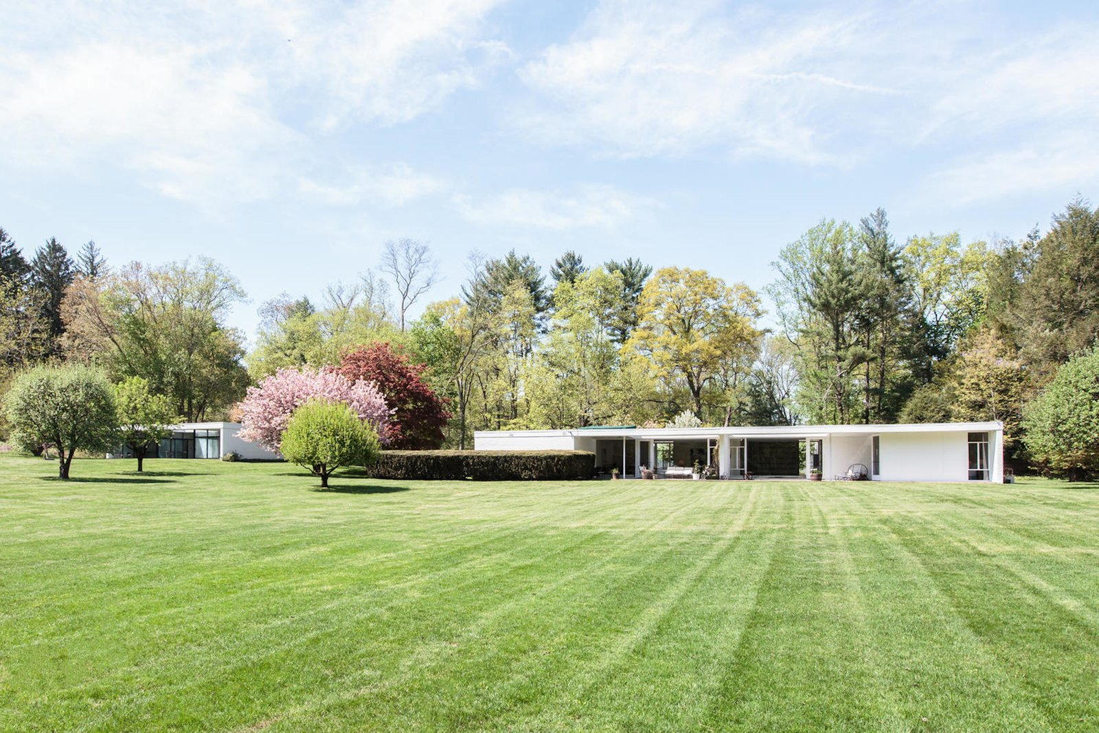 Own a sleek midcentury abode by iconic architect eliot for Noyes home
