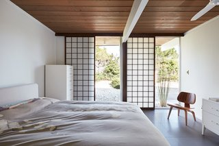 The owners also have kept an added element installed by a previous owner: the sliding shoji panels in all the bedroom windows and sliding glass doors, which serve dual purposes for both privacy and sun control. Grooves have been cut into the new tile flooring for the shoji panels to slide in, creating a more integrated look.