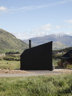 A Tiny Cabin Boasts Big Views of the New Zealand Countryside - Photo 13 of 13 -