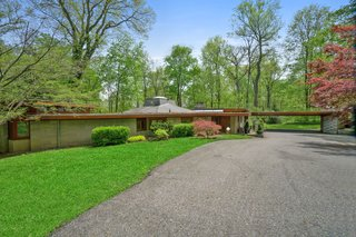 A Sprawling Usonian Home Hits the Market at $1.45M