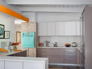The updated kitchen maintains an authentic midcentury feel with the help of the original in-wall oven, which has been thoughtfully preserved.