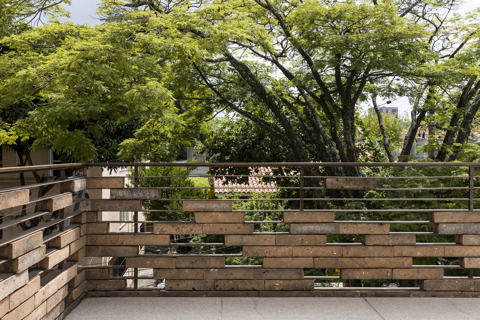 Outdoor, Rooftop, Large Patio, Porch, Deck, Trees, and Horizontal Fences, Wall  Photo 13 of 13 in Lush Gardens Infuse Tropical Vibes in This Chic Brazilian Home
