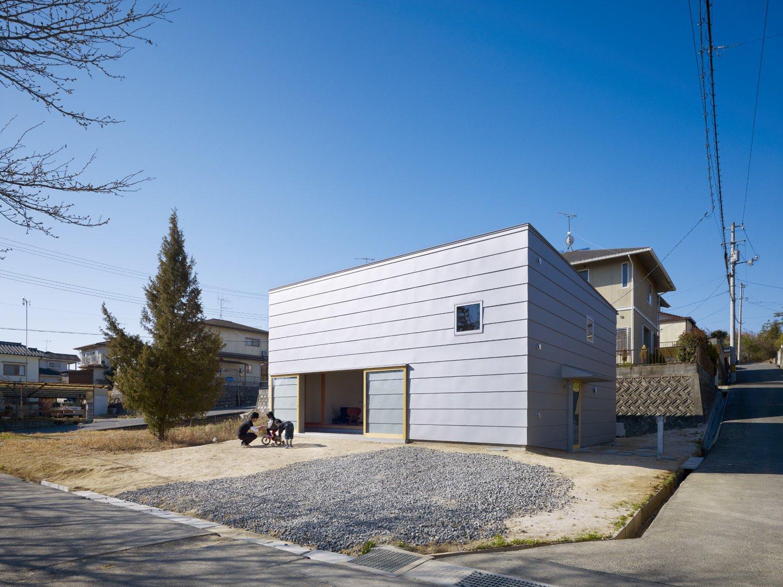 A Dirt Floor Snakes Through This Spectacular Japanese House