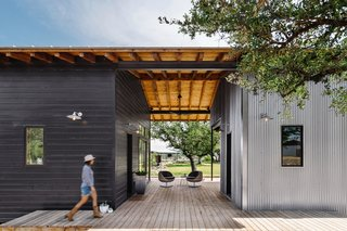 An Old Texas Ranch Becomes a Spectacular Family Haven - Photo 1 of 13 -