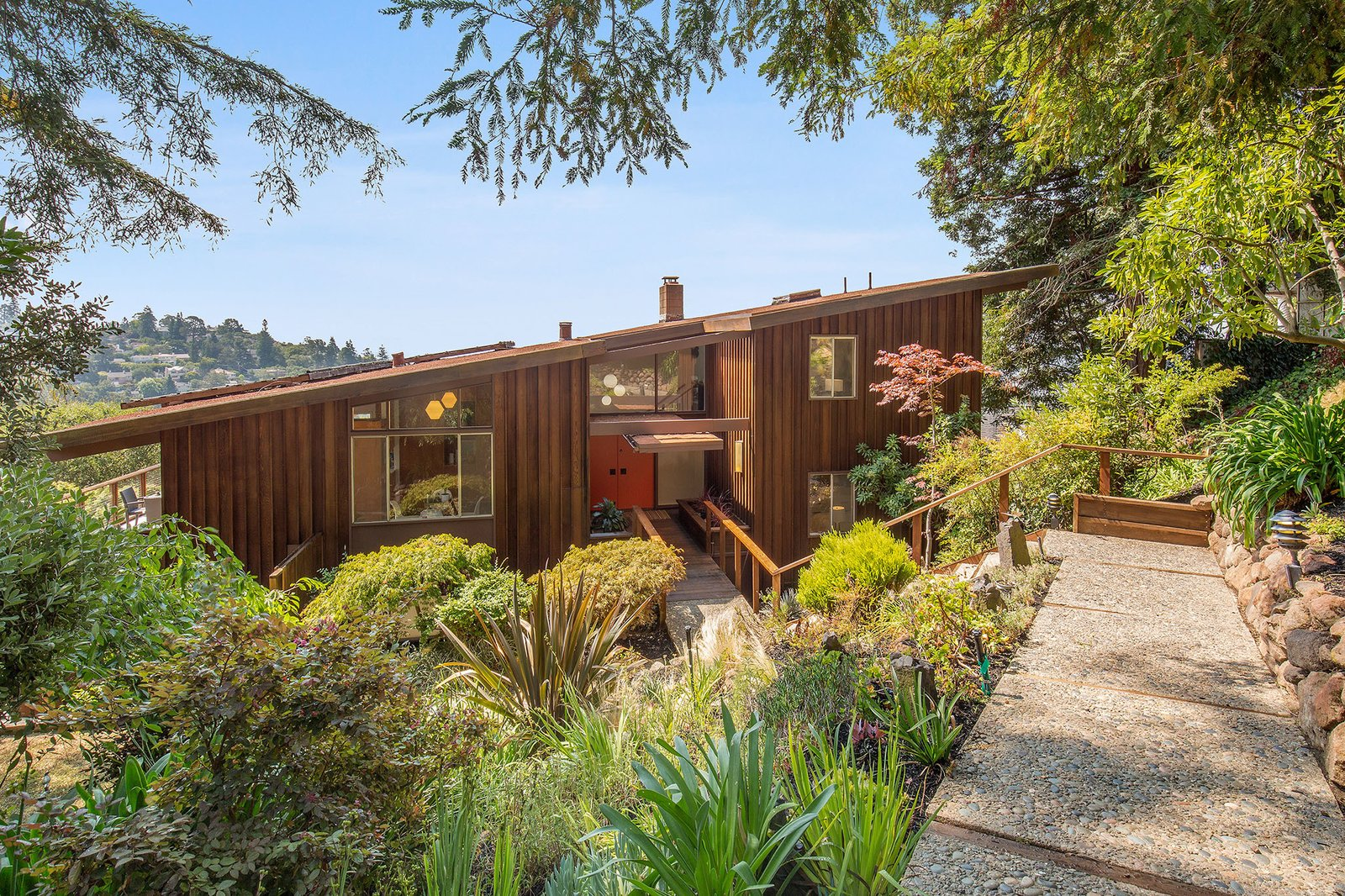 A Dreamy Midcentury in Oakland Is Seeking a New Owner For $1.4M
