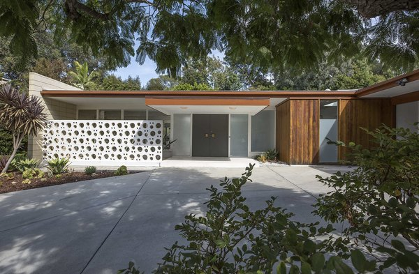 Fifty Shades Actor Jamie Dornan Lists His Midcentury Retreat at $3.2M