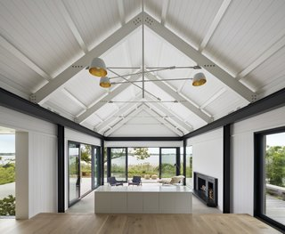 The white interiors are bright and airy, integrating a sense of the surrounding nature while also providing spectacular views of Lake Montauk.