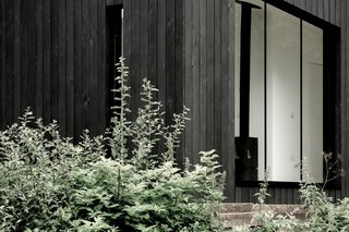 Even though each cabin boasts a large glazed facade, they can be oriented so to retain plenty of private.