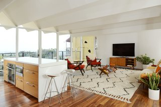 The living space has spectacular views thanks to the floor-to-ceiling wall of glass.