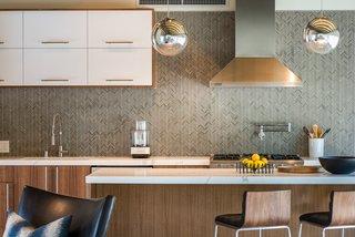 A herringbone tile pattern forms the backsplash.