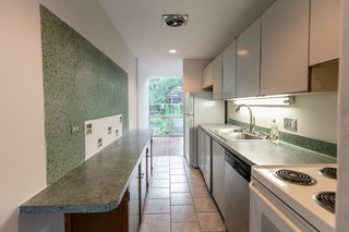 The tile squares in the kitchenare from the Detroit–based Pewabic Tiles.