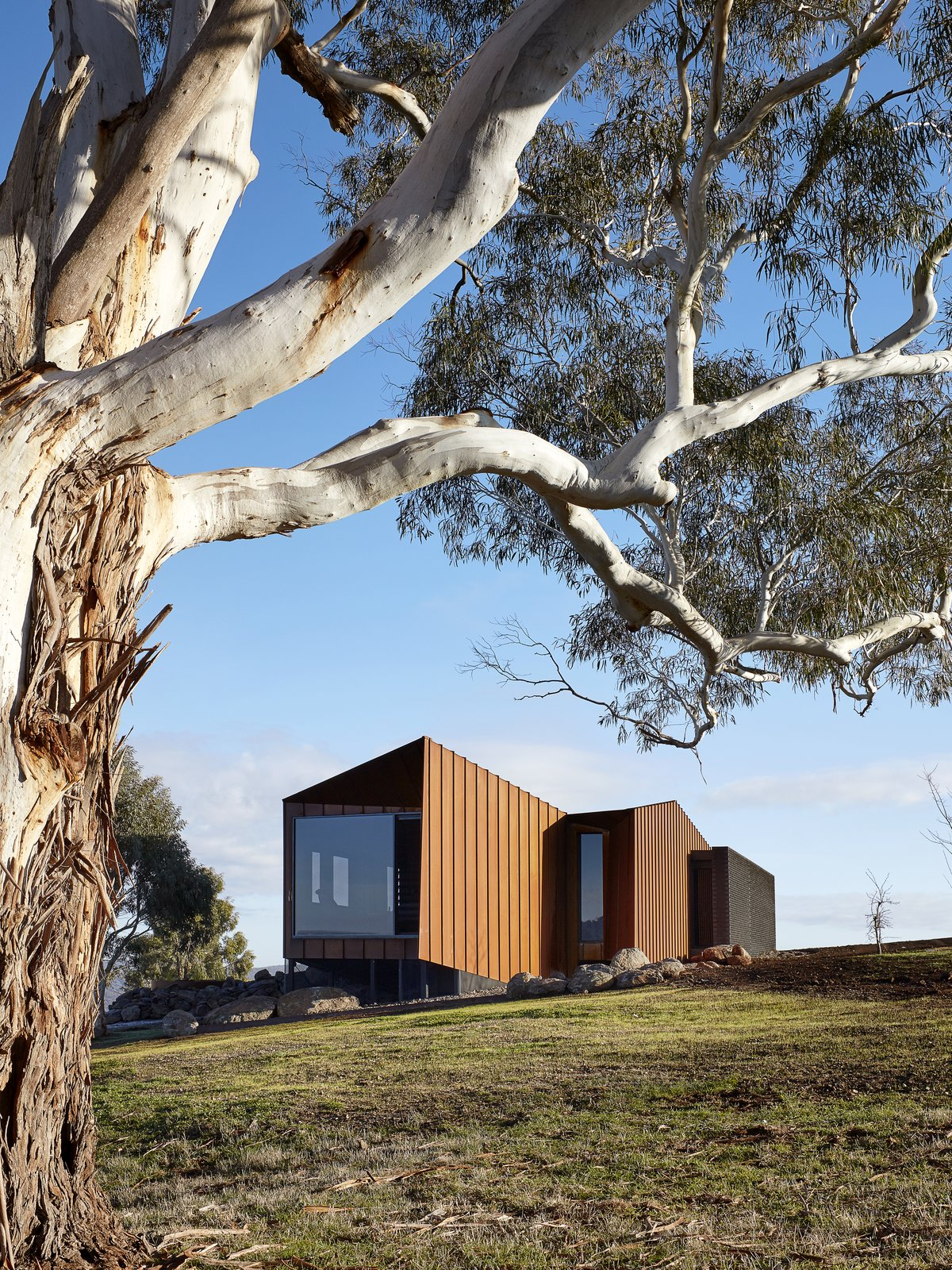 Head to This Cor-Ten Steel Cabin Perched on an Australian Gorge