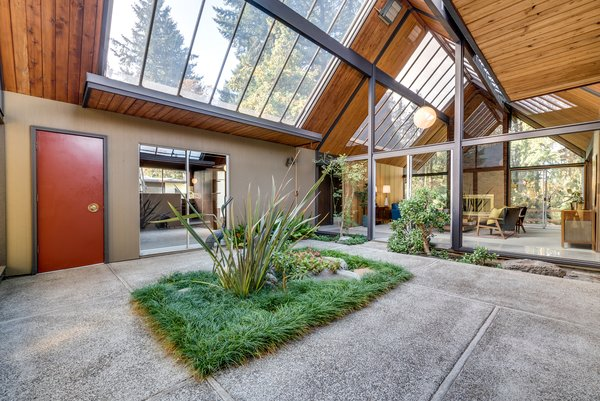 Contemporary House Near Moscow By Atrium Architects: A Midcentury Rummer Home Near Portland Hits The Market For