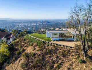"""According to the Los Angeles Conservancy, the house """"encouraged a lively social life, with the living room serving as a focal point."""""""