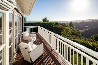 A peek at the panoramic over-the-hedge views.