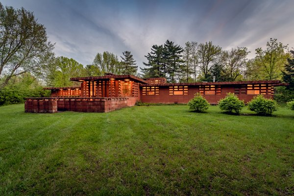 Frank Lloyd Wright's Pappas House in St. Louis Is Available For the First Time at $1.2M
