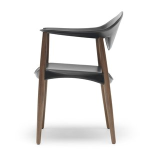 The chair's seat consists of a wooden frame with bone-shaped sides, providing the ideal transfer of weight from the seat to the legs.