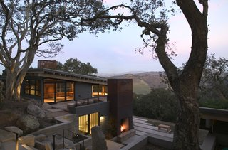 Top 5 Homes of the Week That Interact With the Landscape - Photo 2 of 5 -
