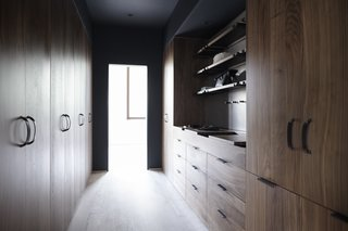 Henrybuilt tailors the Wardrobe System to separate closet functions in a way that meets the needs of the client and the parameters of the architecture. Above, the niche features an Opencase system for added shelving and pegs.
