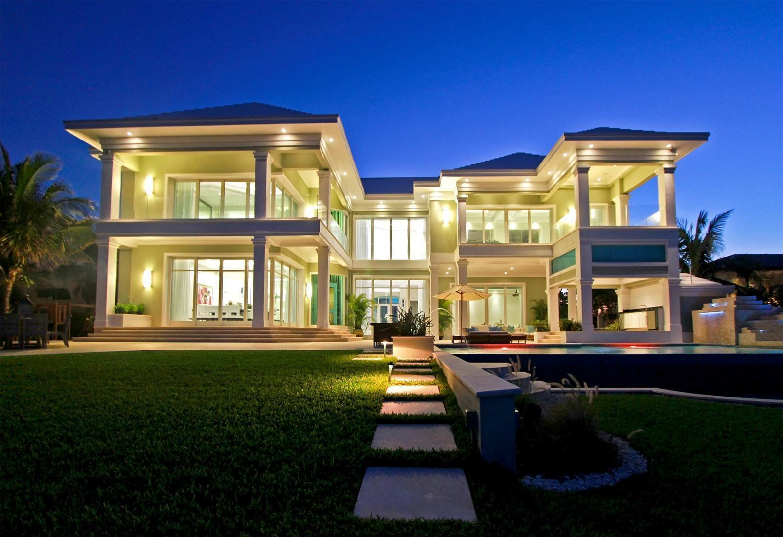 Photo 8 of 9 in Get Smart: Tech-Forward Homes Around the Globe