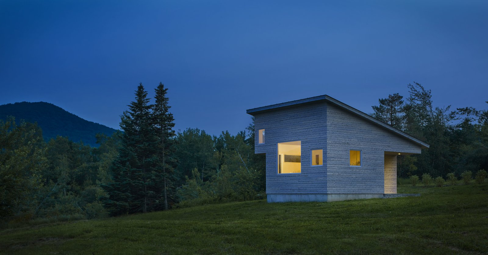 Exterior, House Building Type, Shed RoofLine, and Cabin Building Type  Photo 1 of 5 in A Mini-Home With Mega-Views