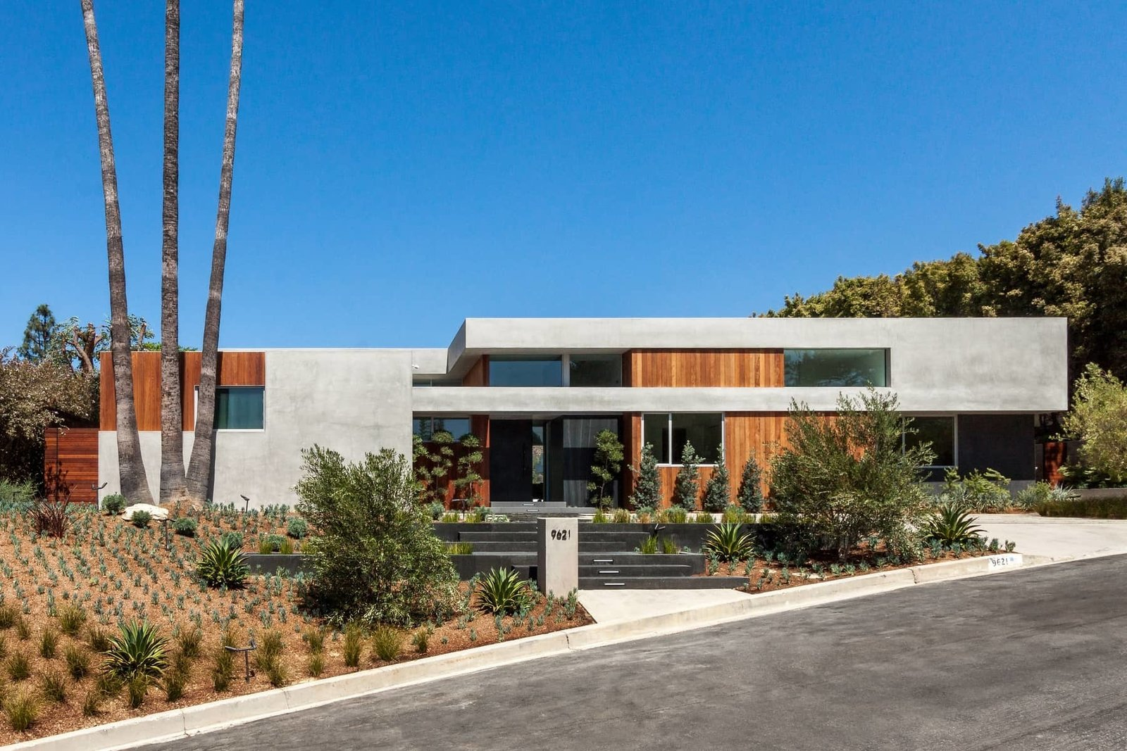 A Celeb-Worthy Home in Beverly Hills Asks $6.75M