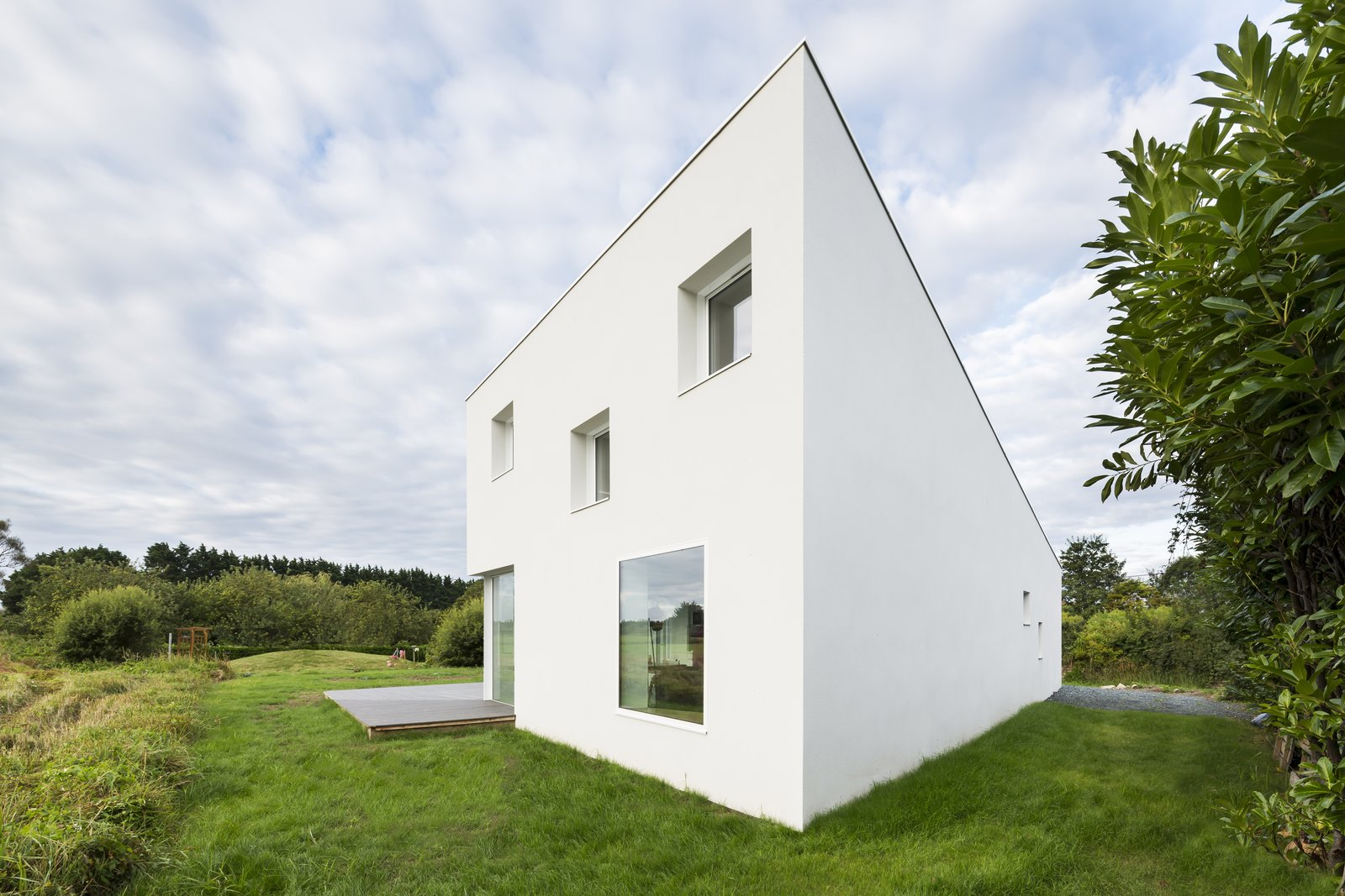 The residence seems to morph when viewed from different angles.  Photo 9 of 10 in Framing the Landscape and Capturing Light, a Photographer's Home and Studio Echoes His Work