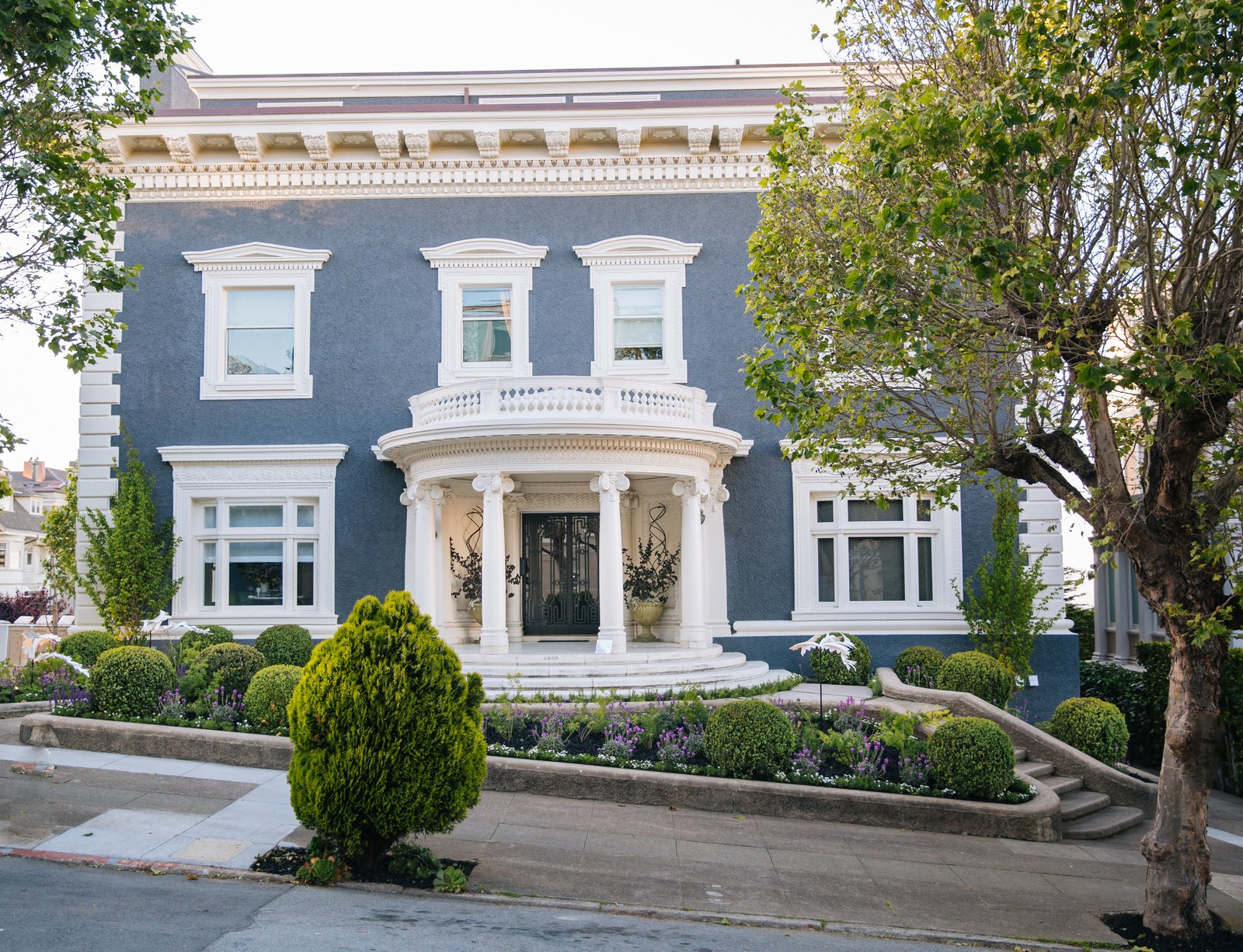 Jarrod Baumann of Zeterre Landscape Architecture sculpted the front garden of 2698 Pacific Avenue.  Photo 1 of 17 in Peek Inside the 2017 San Francisco Decorator Showcase