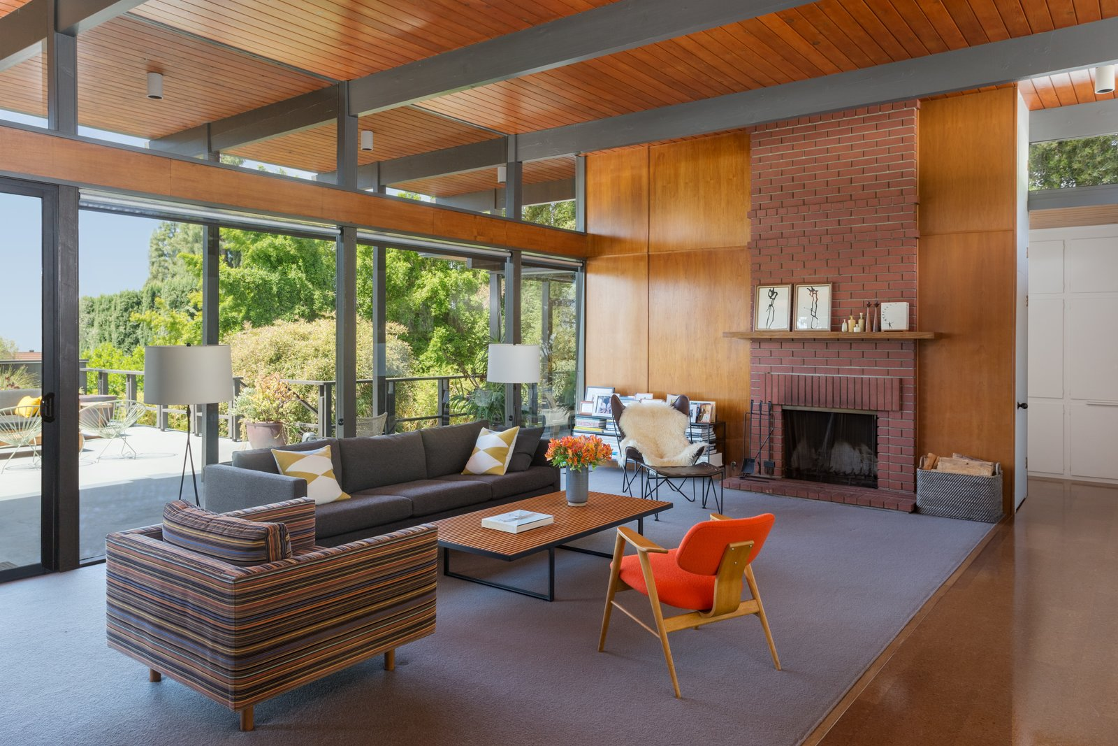 Photo 3 of 12 in This Post-and-Beam in Pasadena Offers Classic California Living For $1.9M