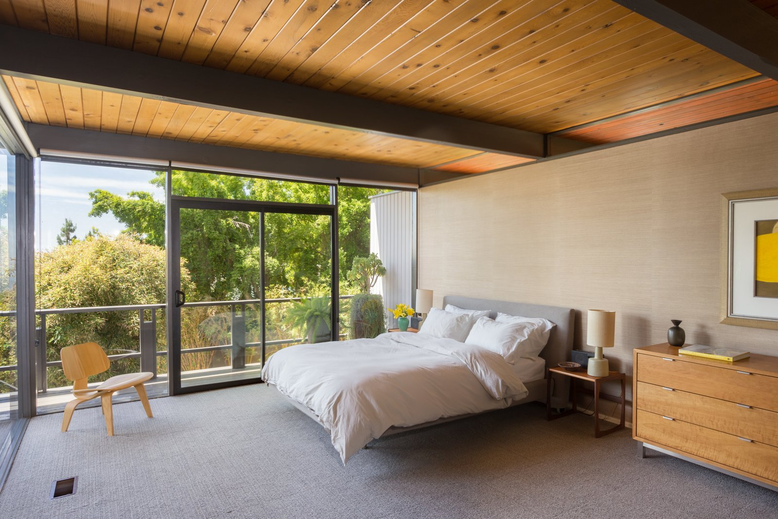 Photo 7 of 12 in This Post-and-Beam in Pasadena Offers Classic California Living For $1.9M