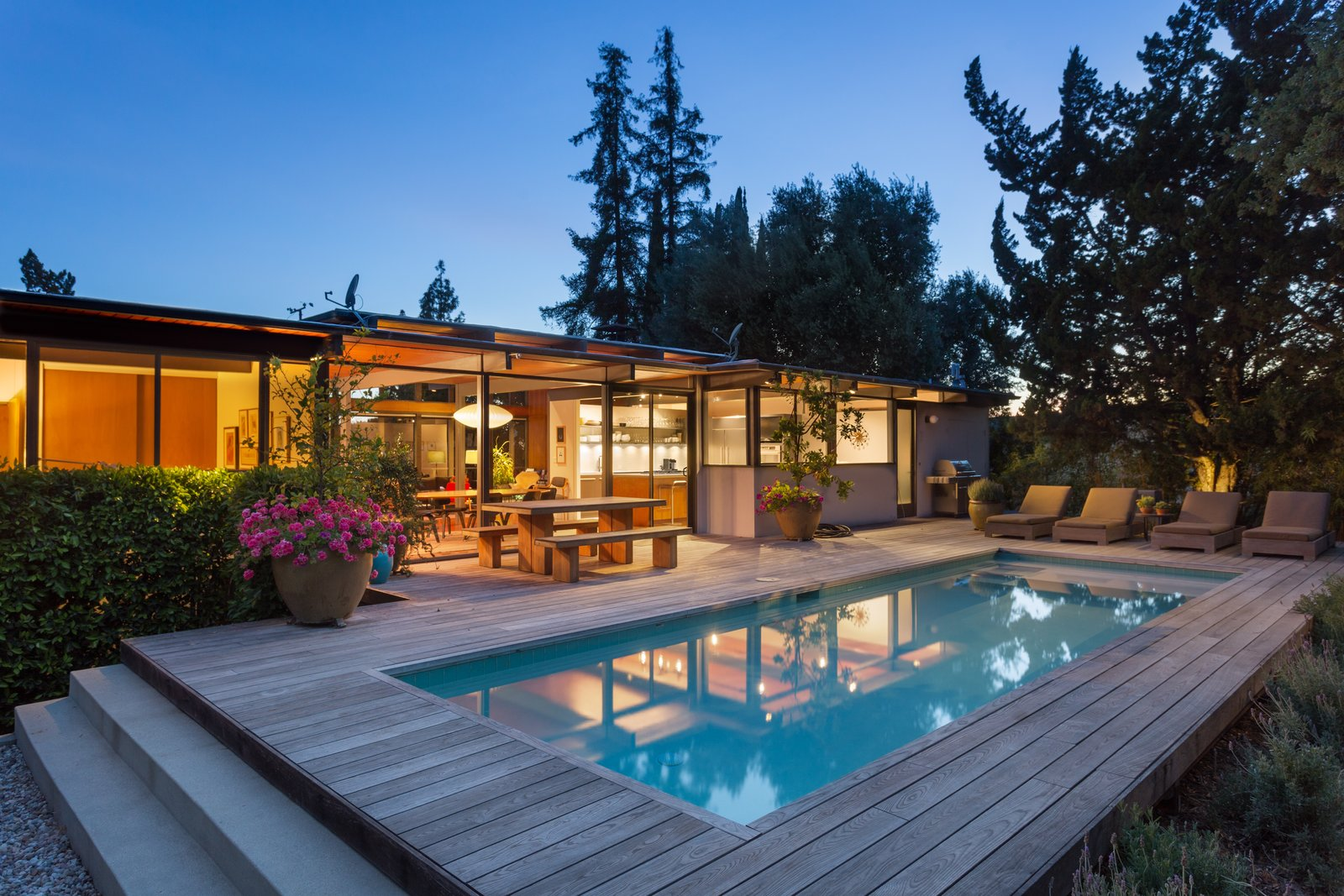 Photo 12 of 12 in This Post-and-Beam in Pasadena Offers Classic California Living For $1.9M