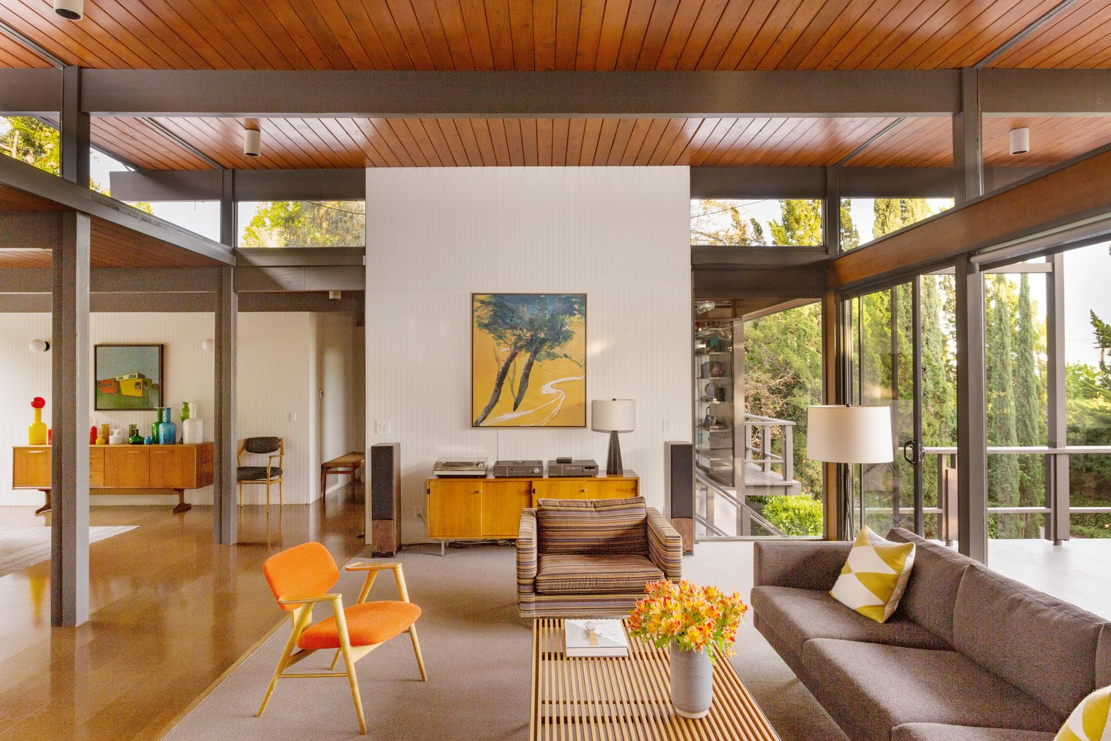 Photo 2 of 12 in This Post-and-Beam in Pasadena Offers Classic California Living For $1.9M