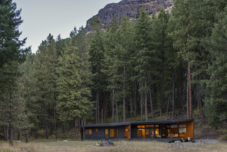 A Lean Cabin in Washington Dismantles the Indoor/Outdoor Divide