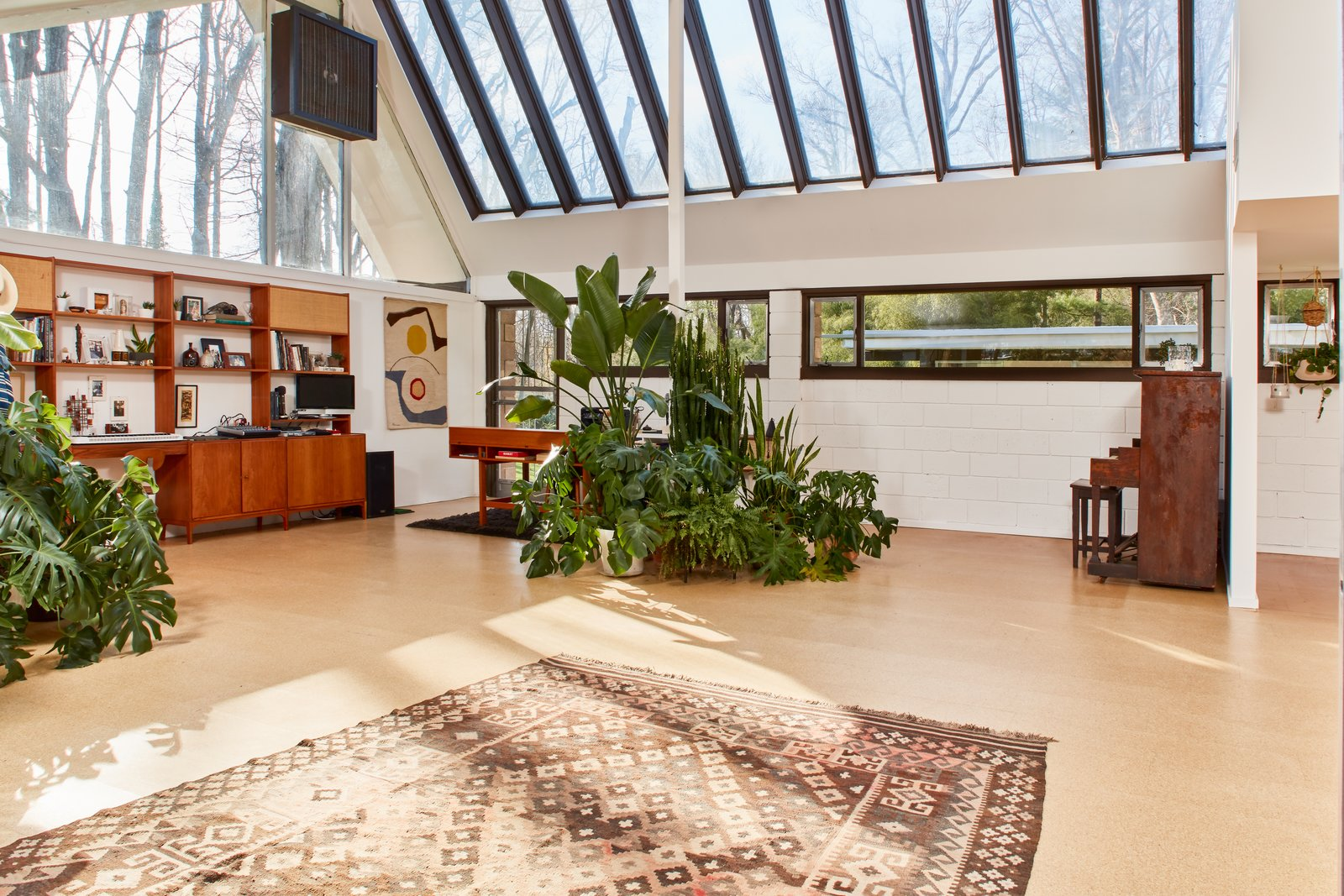Photo 3 of 13 in The Stunningly Restored Hassrick Residence by Richard Neutra Hits the Market at $2.2M