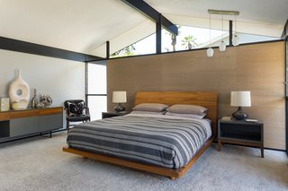 Offered at $899K, a Restored Midcentury Abode Shines in Southern California - Photo 7 of 13 -
