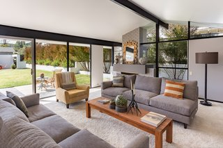 Offered at $899K, a Restored Midcentury Abode Shines in Southern California - Photo 4 of 13 -
