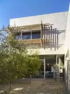 Tobey Maguire Snatches Up Googleplex Architect Clive Wilkinson's Los Angeles Home For $3.4M - Photo 1 of 9 -