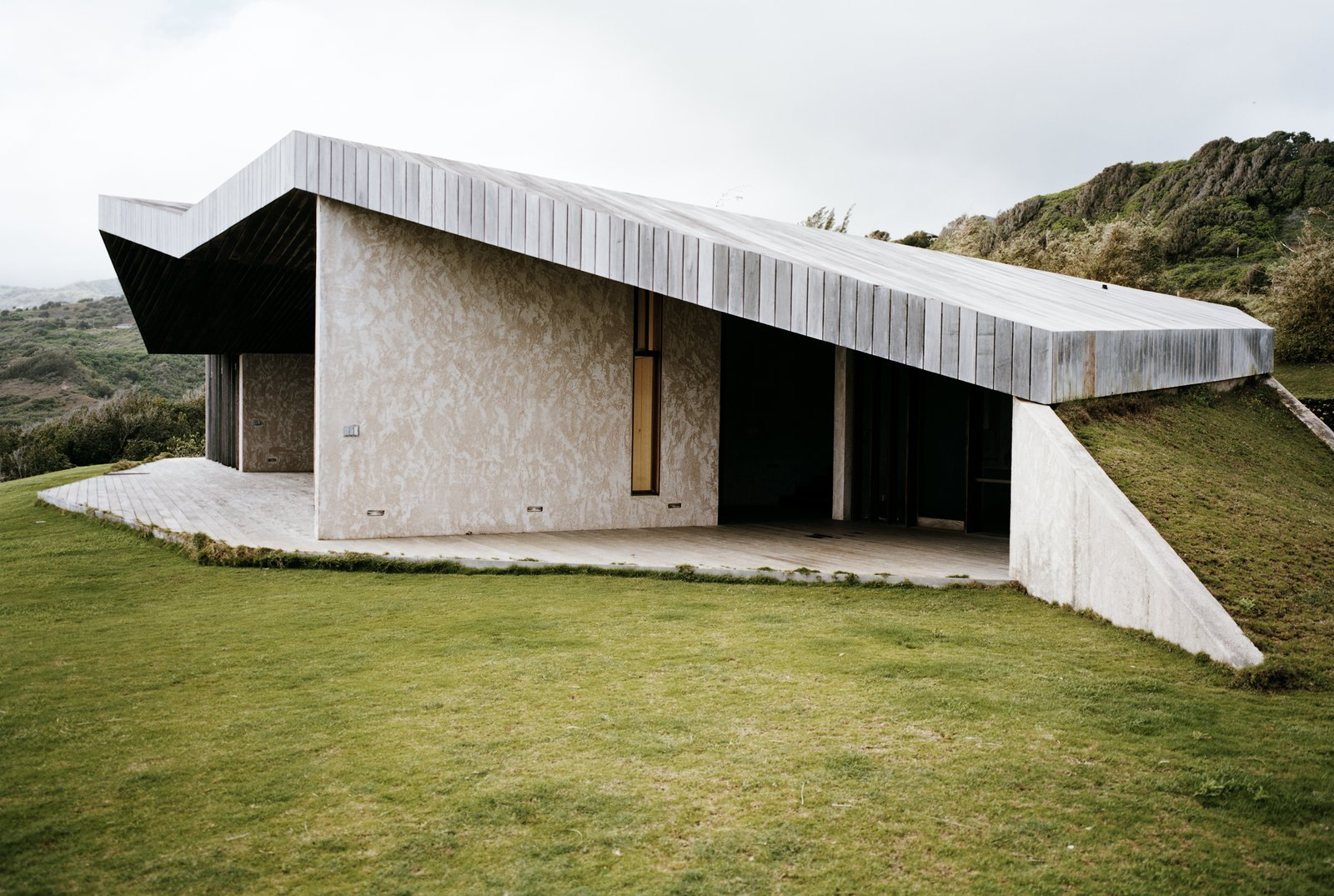 9 Stunning Examples of Homes Built on and Around Cliffs