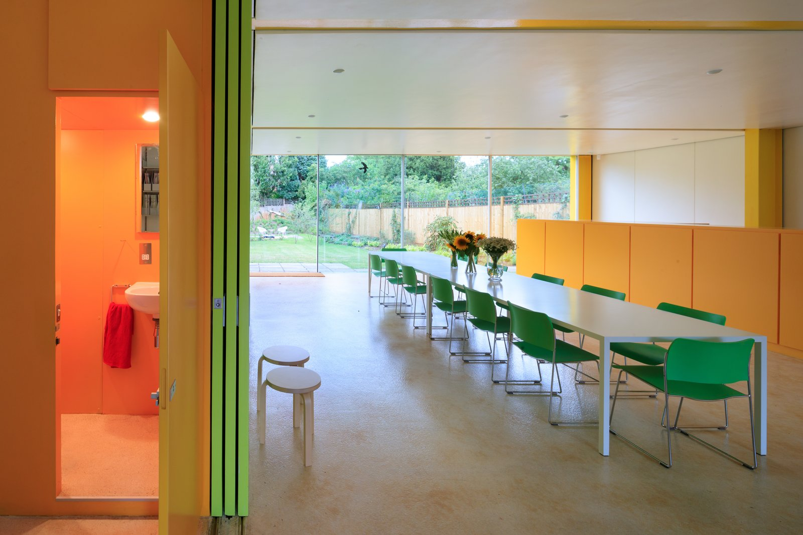 Photo 4 of 14 in Fully Renovated, Wimbledon House by Richard Rogers Hosts New Architecture Fellows in London