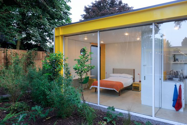 Photo 10 of 14 in Fully Renovated, Wimbledon House by Richard Rogers Hosts New Architecture Fellows in London