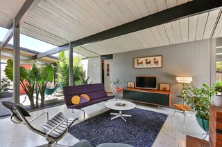 Real Estate Roundup: 10 Midcentury Modern Eichlers For Sale - Photo 5 of 10 -
