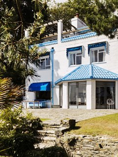 Resembling the Inverted Hull of a Ship, an English Guest House Pays Homage to the Harbor - Photo 2 of 13 - The Boat House, built by Mr. Cullen in 1936, is a white, cubist residence perched above the harbor.