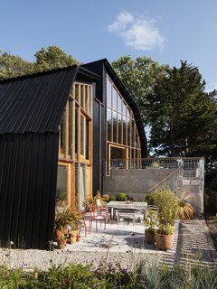 Resembling the Inverted Hull of a Ship, an English Guest House Pays Homage to the Harbor - Photo 12 of 13 -