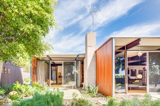 A Stunningly Restored Midcentury by Case Study Architect Craig Ellwood Asks $800K in San Diego