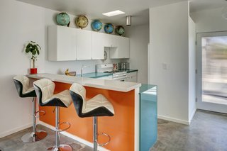 A Donald Wexler-Designed Midcentury Home in Palm Springs Asks $599K - Photo 4 of 10 -